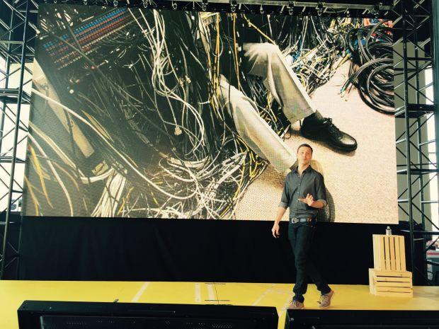 サンフランシスコで開催されたOpenAir 2015にて、「データ・ウェアハウスは混とんとしていた」と語るAirbnb技術担当副社長のマイク・カーティス