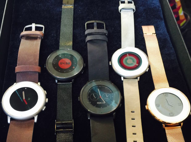 Pebble Time Roundには様々なカラーやストラップの選択肢がある