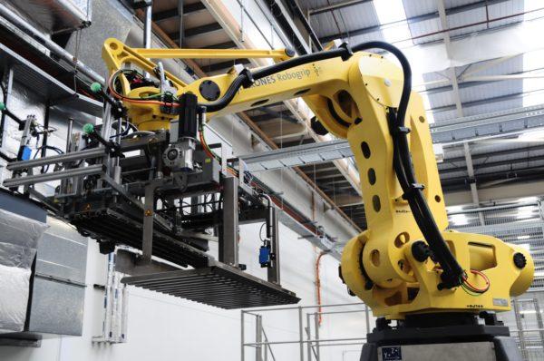 robot-in-factory-e1470775429894